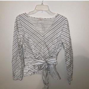 Tops - V-neck white striped bow shirt